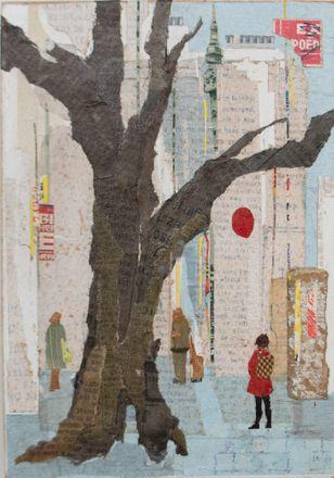 schilderij met een boom op de voorgrond in een stadsomgeving en mensen die weglopen uit de voorgrond